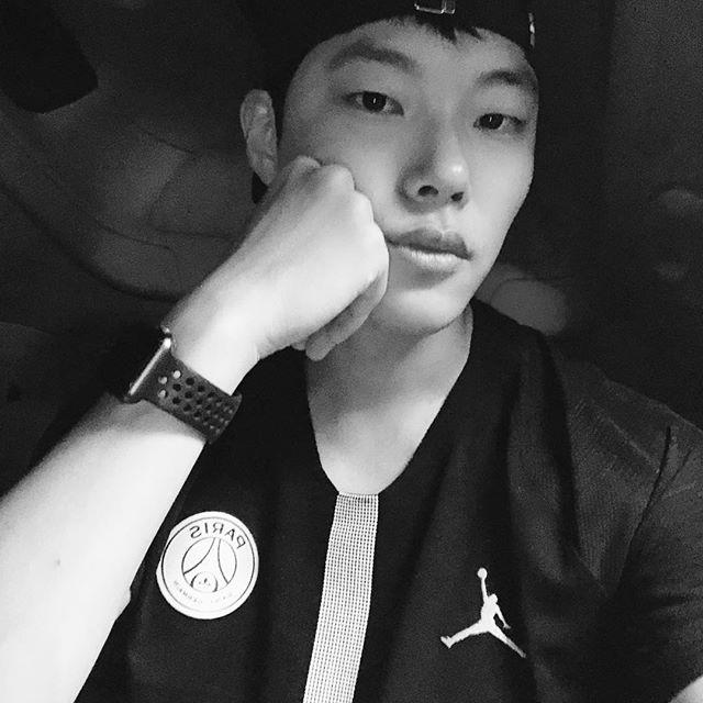 越看越有魅力!韩国新一代丑帅代表柳俊烈,陷入就无法逃脱的魅力插图2