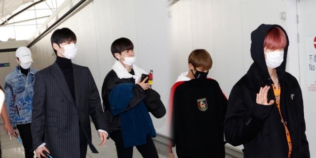 Wanna One私生饭跟机拍到偶像就退票,导致航班延误1小时被网友骂翻!插图4
