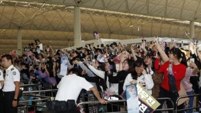 Wanna One私生饭跟机拍到偶像就退票,导致航班延误1小时被网友骂翻!插图6