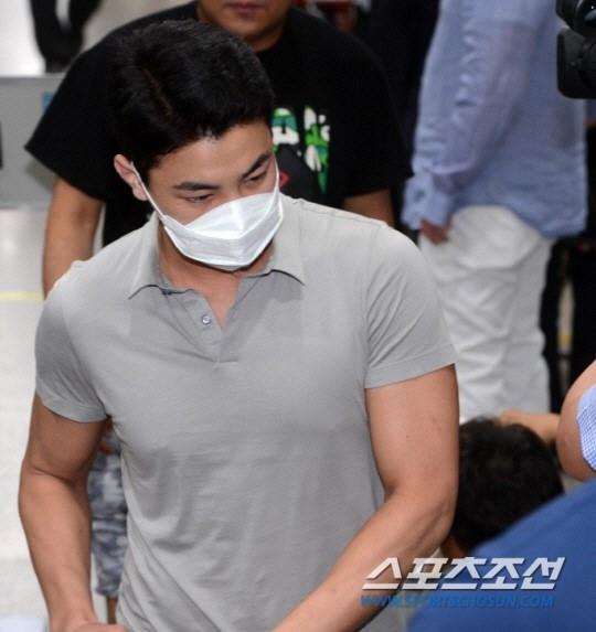 作死!出狱才短短12天,韩国男星再度因涉毒、酒醉闹事被警方逮捕插图4