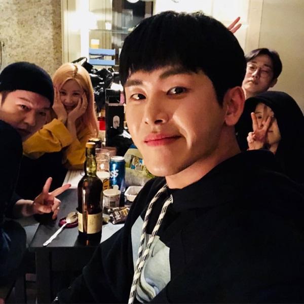 「 韩粉日记1月15日」:EXO世勋将出演综艺《Coffee Friends》担任打工生、IU有望拍摄新剧!插图7