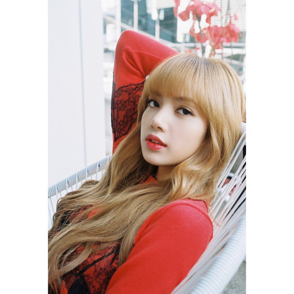 BLACKPINK成员Lisa被韩国网友攻击引粉丝不满,纷纷留言支持自己的偶像!插图1