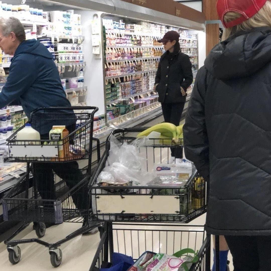 官方再次否认恋情,玄彬和孙艺珍在美国被拍到同逛超市引热议!插图3