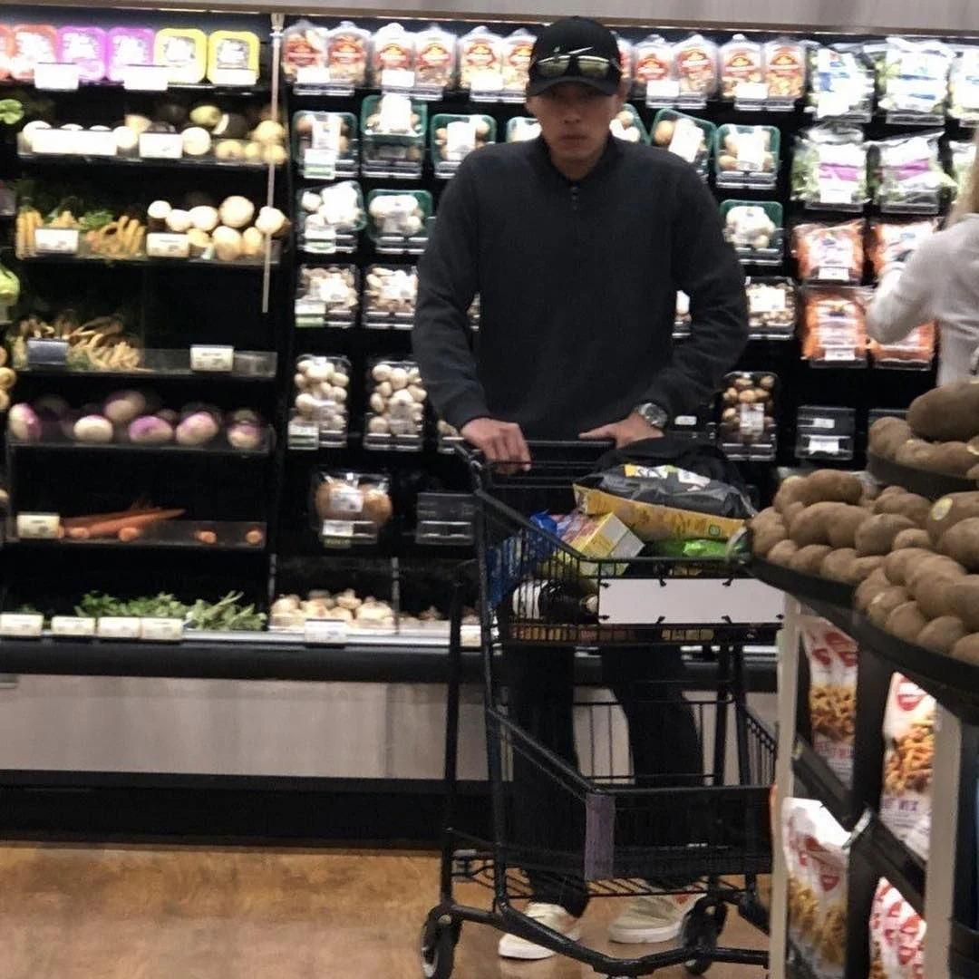 官方再次否认恋情,玄彬和孙艺珍在美国被拍到同逛超市引热议!插图4