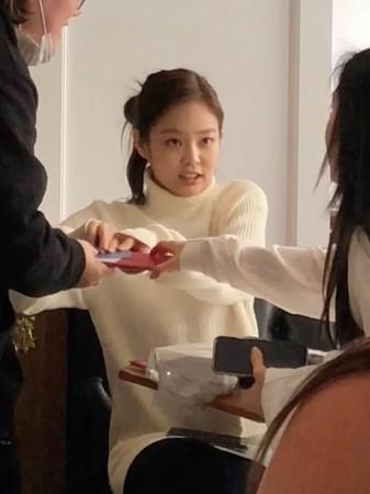 BLACKPINK成员Jennie被目击跟SM娱乐的她约会,最后还抢着买单!插图3