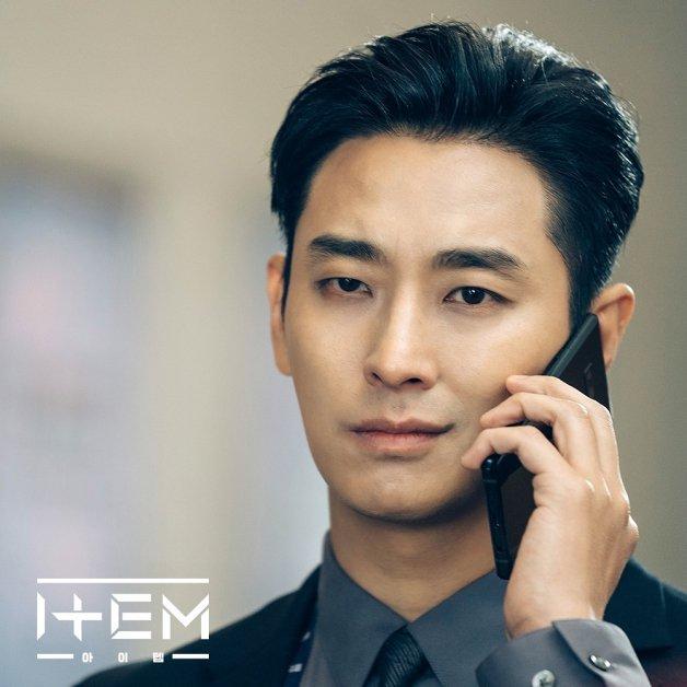 近期热门韩剧《道具》朱智勋引热议,在剧中太帅了太会撩妹吧!插图