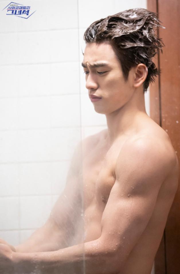 珍荣、张基龙、洪宗玄,又到了韩剧男主角们展示美好身材的时刻了插图6