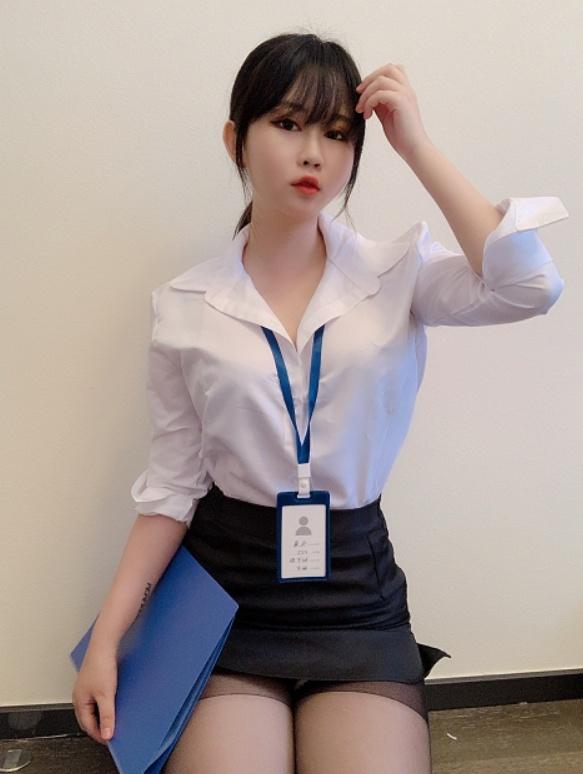 是依酱吖 NO.005 黑丝制服 [29P-57MB] (1)