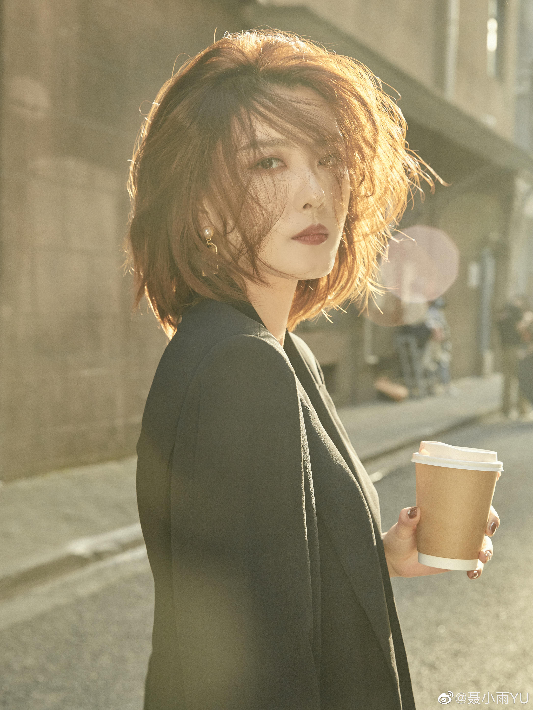 抖音网红@聂小雨YU 两套街拍作品 www.coserba.com采集发布
