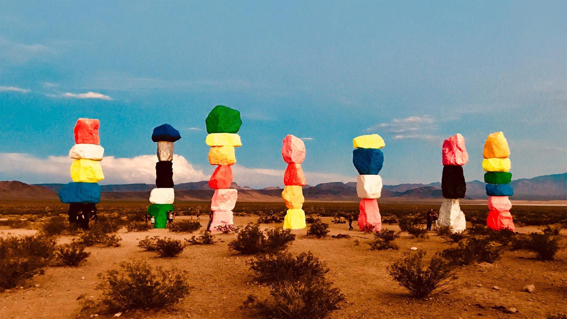 荒漠中的七彩魔方