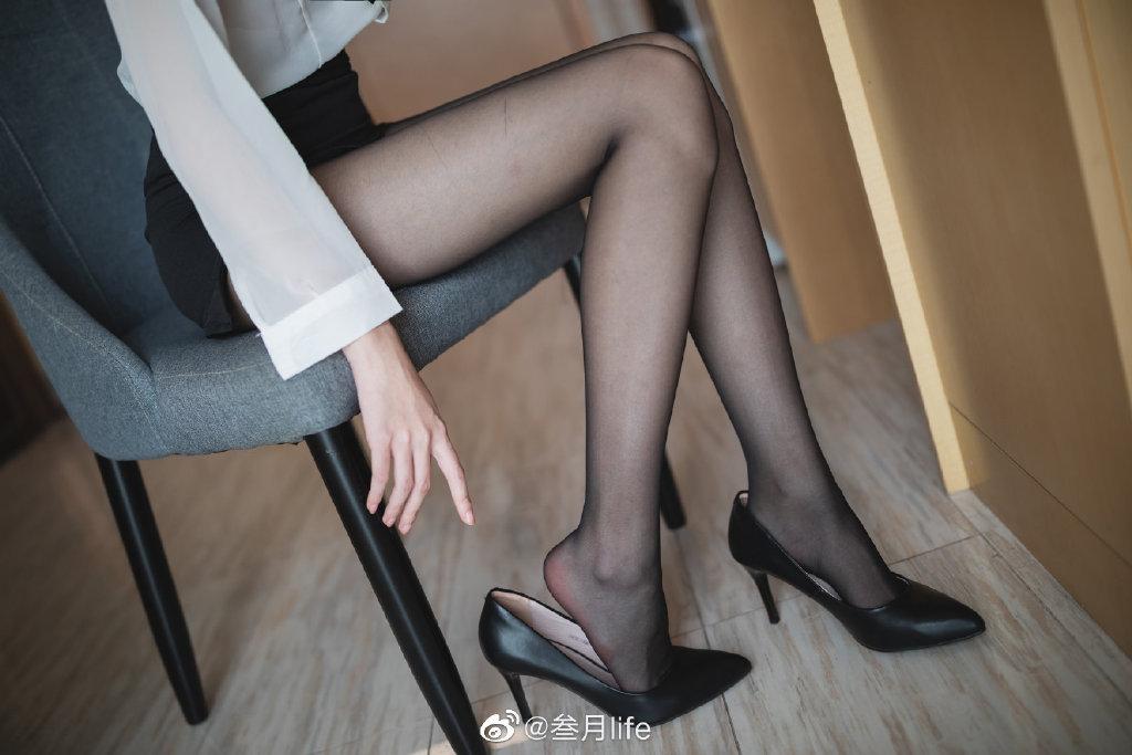 好标准的OL呀@许岚LAN 这么漂亮的腿不登三轮可惜了! coserba.com 采集分享,转载没小GG