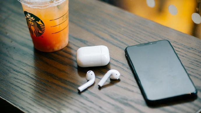 AirPods 最大的创新,其实是革新了耳机交互
