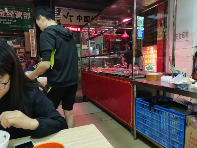 开一间隆江猪脚饭一个月挣多少钱?
