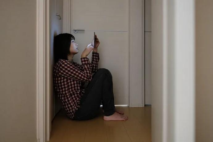 独居女孩浴室求生三十小时