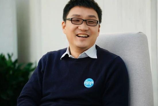黄峥辞任拼多多董事长,他离段永平更近了